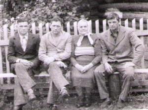 Вдова - Милькова Мария Михайловна  (в центре)