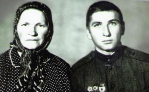 Червякова Нина Михайловна с сыном Владимиром, родившимся позже