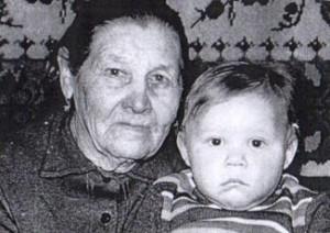 д. Вязовка - Докучаева Евдокия Сергеевна с внуком Женей