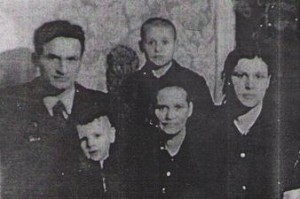Евдокия Семеновна с семьей старшего сына