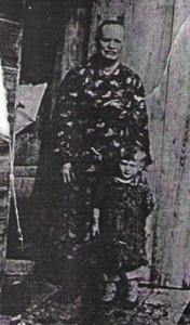 Евдокия Семеновна с внучкой Людмилой
