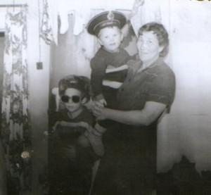 Дочь с внуками