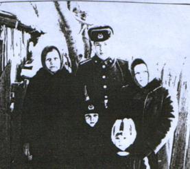 Серафима Ивановна с внуками