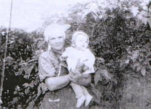Жилякова Афанасия Васильевна с внучкой Надей