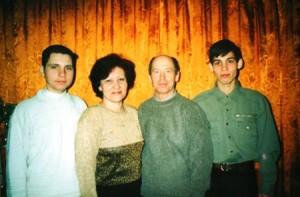 31 декабря 2000года г. Шадринск. Внук Сергей Геннадьевич со своей семьей