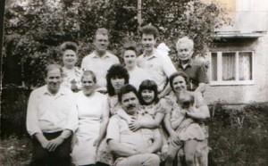 Семейная фотография детей и внуков