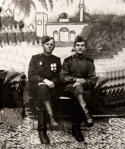 Михаил (слева) с боевым другом