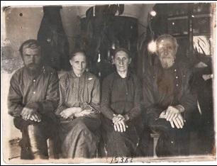 На фотографии слева направо Тимофей Егорович и  Анфиса Захаровна 1938 год.