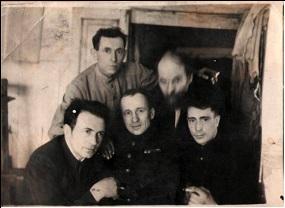 На фотографии слева направо сидят Сединкин Леонид Тимофеевич, Сединкин Иван Тимофеевич, Сединкин Евгений Тимофеевич – участники Великой Отечественной войны