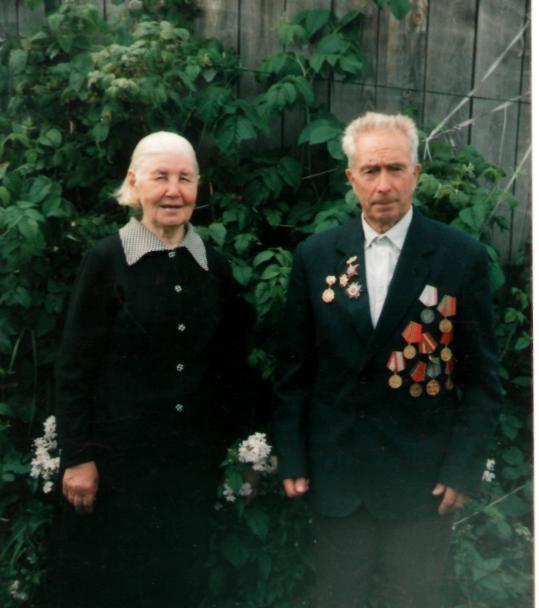 Евгений Тимофеевич со своей женой Валентиной Андреевной.  2003 год