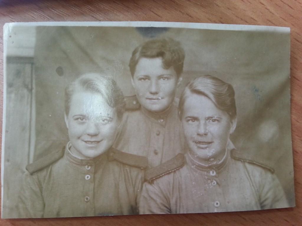(1944год). Жданова Клавдия Герасимовна, 1923-2010. На фото первая справа.